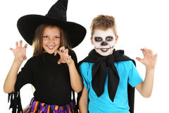 Μάγισσα και μικρό παιδί κοριτσιών Στοκ φωτογραφία με δικαίωμα ελεύθερης χρήσης