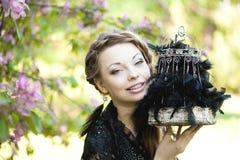 Μάγισσα με ένα παράξενο κλουβί Στοκ Φωτογραφίες