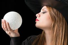 Μάγισσα με τη μαγική σφαίρα Στοκ εικόνα με δικαίωμα ελεύθερης χρήσης