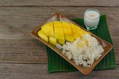 Μάγκο και κολλώδες ρύζι Στοκ Εικόνες