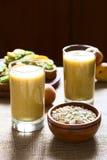 Μάγκο-Oatmeal Milkshake Στοκ Φωτογραφίες