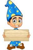 Μάγος αγοριών στο μπλε - ξύλινο σημάδι εκμετάλλευσης Στοκ φωτογραφίες με δικαίωμα ελεύθερης χρήσης