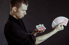 Μάγος με τις κάρτες Στοκ Εικόνες