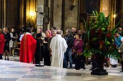 Μάζα καθεδρικών ναών της Notre Dame στοκ φωτογραφία με δικαίωμα ελεύθερης χρήσης
