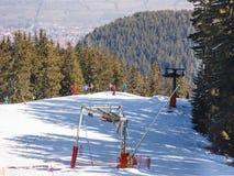 Μάζα που κάνει σκι προς τα κάτω Στοκ εικόνες με δικαίωμα ελεύθερης χρήσης