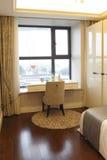 Μάθετε τον πίνακα στην κρεβατοκάμαρα στο διαμέρισμα Στοκ φωτογραφία με δικαίωμα ελεύθερης χρήσης