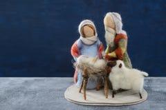 Μάλλινα Χριστούγεννα του Ιησού μωρών ζευγαριού κουκλών ιερά Στοκ φωτογραφία με δικαίωμα ελεύθερης χρήσης