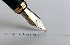 Μάνδρα πηγών στη Λευκή Βίβλο με την υπογραφή επιγραφής στοκ φωτογραφία