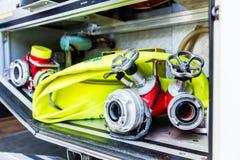 Μάνικες στο όχημα της γερμανικής πυροσβεστικής στοκ εικόνα