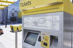 Μάντσεστερ, UK - 10 Μαΐου 2017: Μηχανή εισιτηρίων τραμ στο δίκτυο μετρό του Μάντσεστερ Στοκ Εικόνες