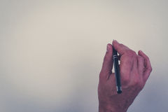 Μάνδρα εκμετάλλευσης χεριών που απομονώνεται πέρα από το άσπρο υπόβαθρο Στοκ φωτογραφία με δικαίωμα ελεύθερης χρήσης