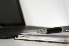 Μάνδρα, ημερολόγιο, σημειωματάριο, εργαλεία γραψίματος, συσκευή, συσκευή, lap-top επάνω Στοκ φωτογραφία με δικαίωμα ελεύθερης χρήσης