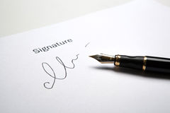 Μάνδρα πηγών και υπογραφή στοκ εικόνες