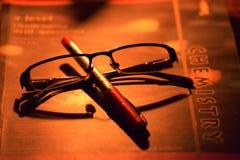 Μάνδρα, specs και βιβλίο στοκ εικόνες