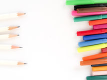 Μάνδρες χρώματος που παρατάσσονται με τα άσπρα μολύβια Στοκ Εικόνες
