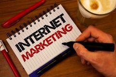 Μάρκετινγκ Διαδικτύου κειμένων γραψίματος λέξης Επιχειρησιακή έννοια για το σε απευθείας σύνδεση bla ελέγχου χεριών επιχειρηματικ Στοκ Εικόνες