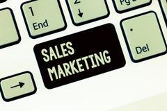 Μάρκετινγκ πωλήσεων γραψίματος κειμένων γραφής Έννοια που σημαίνει εισάγοντας το προϊόν ή την υπηρεσία προκειμένου να πάρει αγορα στοκ φωτογραφία