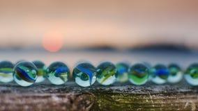 Μάρμαρα γυαλιού στο ηλιοβασίλεμα Στοκ εικόνα με δικαίωμα ελεύθερης χρήσης