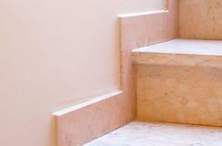 Μάρμαρο baseboard στα μαρμάρινα σκαλοπάτια closeup Στοκ φωτογραφία με δικαίωμα ελεύθερης χρήσης