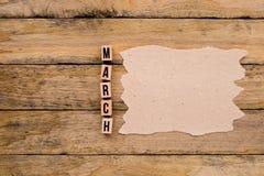 Μάρτιος - ημερολογιακός μήνας στα ξύλινα κεφαλαία γράμματα με χειροποίητο pap στοκ εικόνα