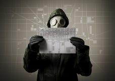 Μάσκα αερίου και χάρτης πόλεων. Έννοια εκκένωσης. Στοκ φωτογραφία με δικαίωμα ελεύθερης χρήσης