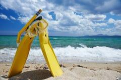 Μάσκα και βατραχοπέδιλα στην παραλία στοκ φωτογραφίες με δικαίωμα ελεύθερης χρήσης