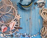 Μάσκα και πλέγμα δυτών με τα κοχύλια Στοκ εικόνα με δικαίωμα ελεύθερης χρήσης