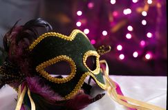 Μάσκα μεταμφιέσεων με το υπόβαθρο Bokeh στοκ εικόνες