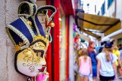 Μάσκες καρναβαλιού για την πώληση σε ένα κατάστημα αναμνηστικών στη Βενετία, Ιταλία Στοκ Φωτογραφίες