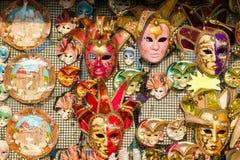 Μάσκες καρναβαλιού και άλλα αναμνηστικά για την πώληση στη Φλωρεντία Στοκ φωτογραφίες με δικαίωμα ελεύθερης χρήσης