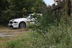 Μάστανγκ Chevrolet στο χωριό Στοκ εικόνα με δικαίωμα ελεύθερης χρήσης
