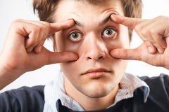 μάτια ανοικτά Κουρασμένο άγρυπνο άτομο στοκ φωτογραφίες