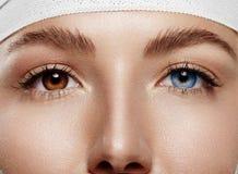 Μάτια γυναικών ` s κινηματογραφήσεων σε πρώτο πλάνο με το iridum Heterochromia Στοκ φωτογραφία με δικαίωμα ελεύθερης χρήσης