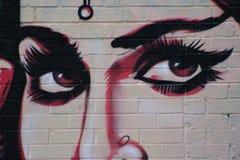 Μάτια μιας ομορφιάς κυρίας, γκράφιτι στο αστικό ύφος Στοκ Φωτογραφίες