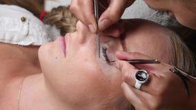 Μάτι γυναικών με τα μακροχρόνια eyelashes φιλμ μικρού μήκους