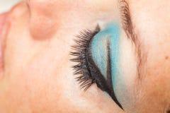 Μάτι γυναικών με τα ψεύτικα eyelashes Στοκ Φωτογραφίες