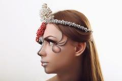 Μάτι γυναικών με όμορφο Makeup Κόκκινα χείλια υψηλά - ποιοτική εικόνα Στοκ φωτογραφία με δικαίωμα ελεύθερης χρήσης