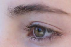 Μάτι ενός νέου κοριτσιού Στοκ εικόνα με δικαίωμα ελεύθερης χρήσης