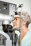 μάτι εξέτασης που έχει τη γυναικεία δοκιμή Στοκ εικόνες με δικαίωμα ελεύθερης χρήσης