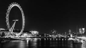 Μάτι και Big Ben του Λονδίνου γραπτά τη νύχτα Στοκ Φωτογραφία