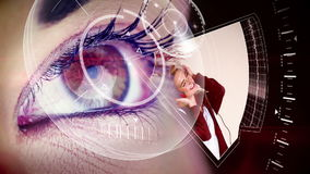 Μάτι που εξετάζει τη φουτουριστική διεπαφή που παρουσιάζει συνδετήρες μουσικής απόθεμα βίντεο