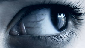 Μάτι της γυναίκας που κινείται γρήγορα φιλμ μικρού μήκους