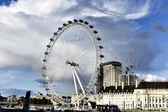 Μάτι του Λονδίνου - γιγαντιαία ρόδα Ferris Στοκ εικόνες με δικαίωμα ελεύθερης χρήσης