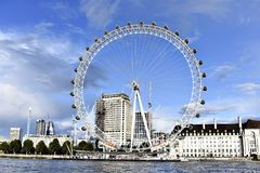 Μάτι του Λονδίνου - γιγαντιαία ρόδα Ferris Στοκ Εικόνες