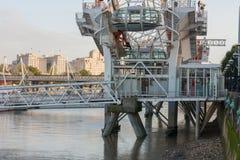 Μάτι του Λονδίνου, ρόδα χιλιετίας στο Λονδίνο το πρωί Στοκ εικόνα με δικαίωμα ελεύθερης χρήσης