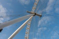 Μάτι του Λονδίνου, ρόδα χιλιετίας στο Λονδίνο το πρωί Στοκ Φωτογραφία