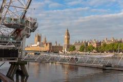 Μάτι του Λονδίνου, ρόδα χιλιετίας στο Λονδίνο το πρωί Στοκ φωτογραφία με δικαίωμα ελεύθερης χρήσης