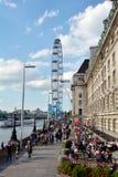 Μάτι του Λονδίνου και αίθουσα κομητειών του Λονδίνου στο Λονδίνο UK Στοκ Φωτογραφία