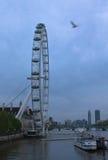 Μάτι του Λονδίνου σε μια νεφελώδη ημέρα Στοκ Φωτογραφία