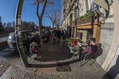 Μάτι 180 ψαριών άποψη της ζωής στις οδούς της πόλης της Μαδρίτης Στοκ φωτογραφία με δικαίωμα ελεύθερης χρήσης